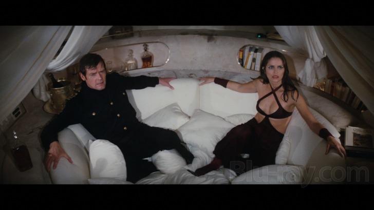 Bond in a Boat